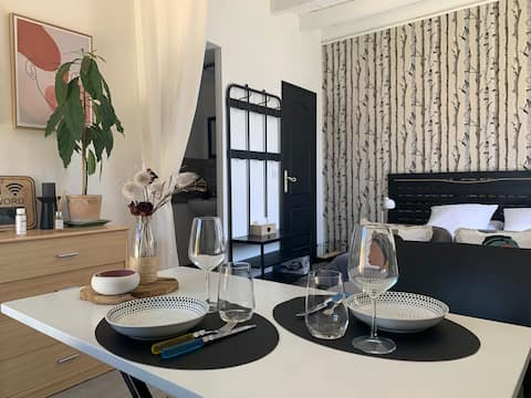 Studio by the Creuse near the city centre