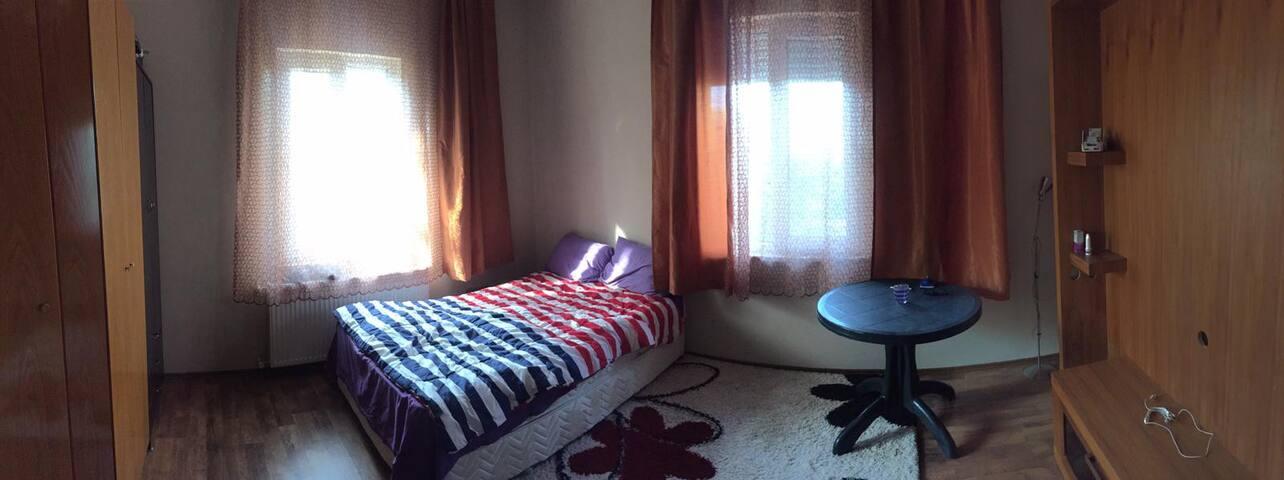 Zemin kat tek (veya çift) kişilik yatak odası