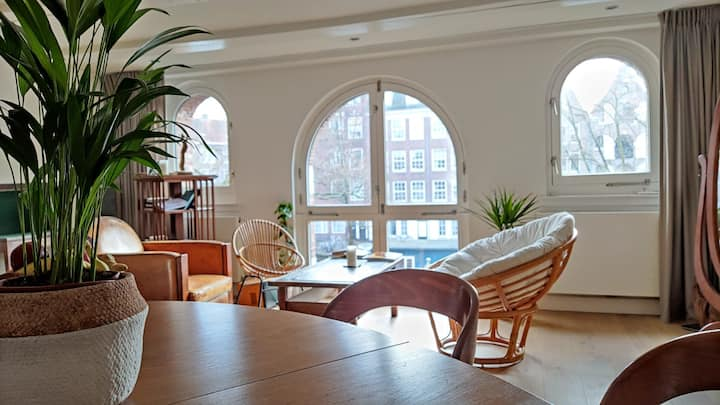 Charming room in the canals + workout & coworking