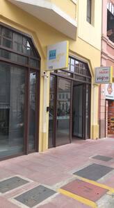 entrada principal do edifício ALL YOU NEED sem degraus com rampas