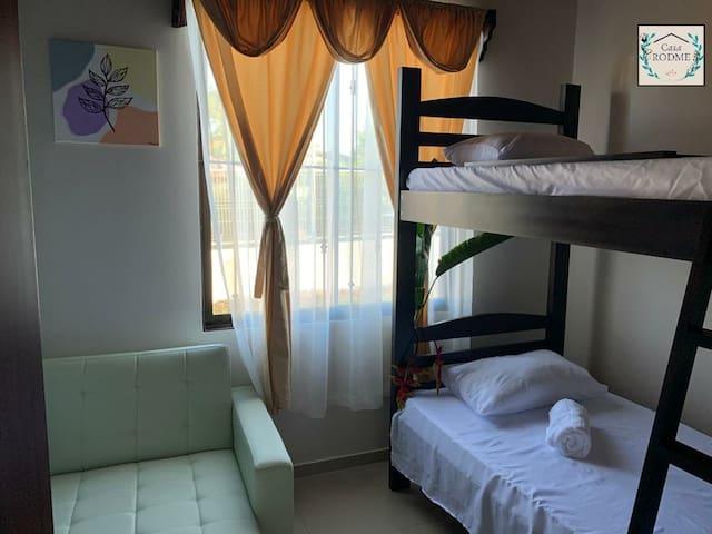 Cuarto 2, Camarote Camas individuales, 1 sofa cama.