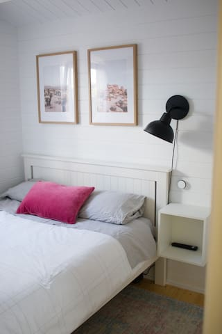 Double bed in the bedroom