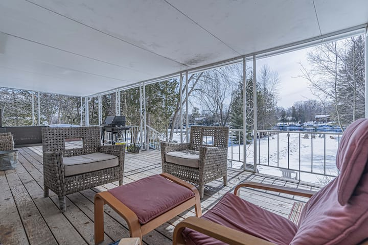 Bobcaygeon Waterfront 3BDR Cottage with BBQ