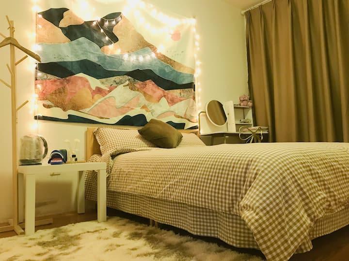 【来我家】彩虹房-【两居室中的一间】临近樱花大道|鹤壁职业技术学院|万达|换装自拍|游戏机|桌游轰趴