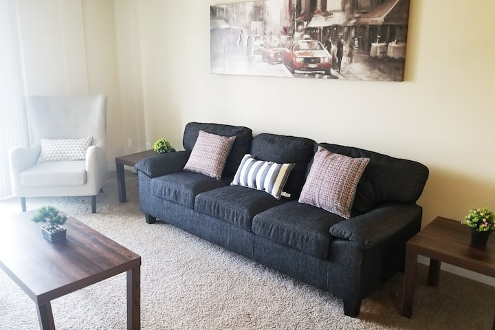 Splendid Harbour Landing  home close to downtown!