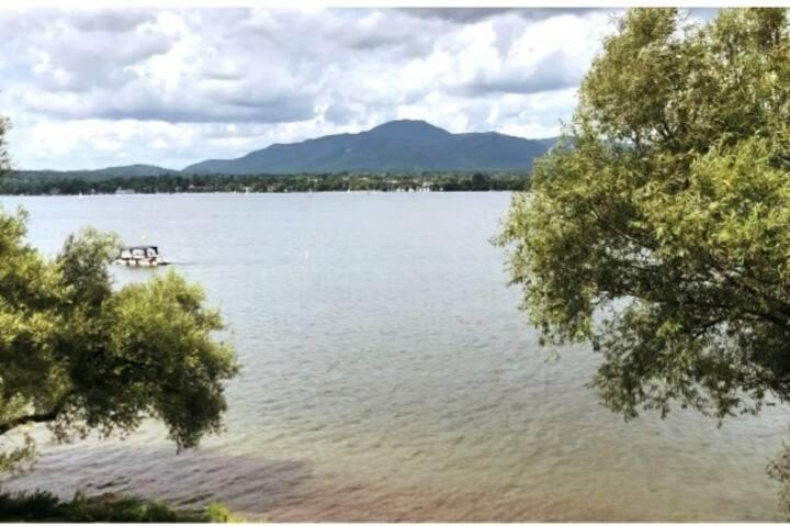 Condo le Mezzanine, vue sur le lac, piscine et spa