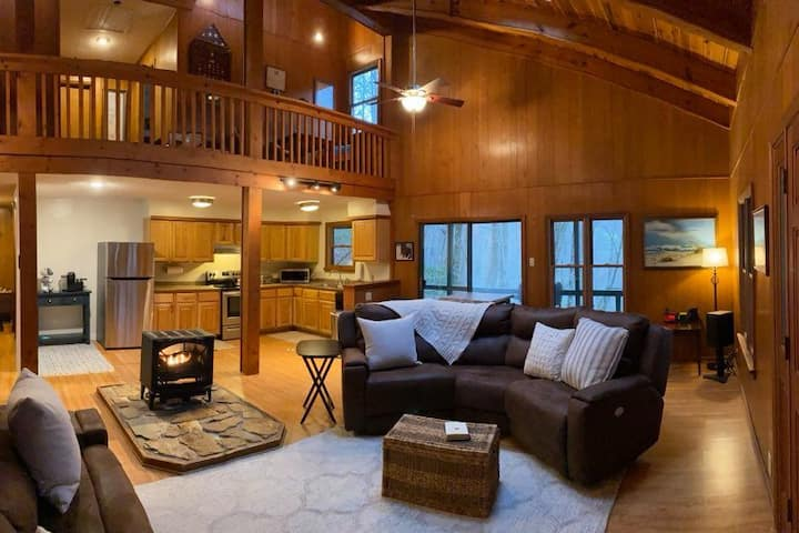Holly House, a rustic mtn home by the Little T