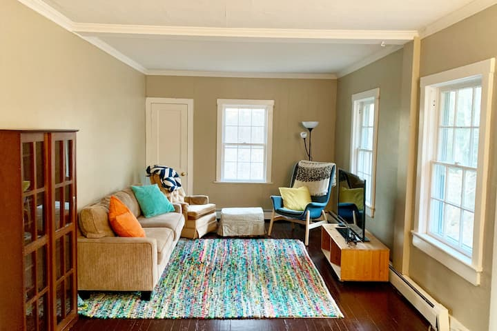 CLEAN SUNNY GUEST HOUSE - 7 Mins from Princeton!