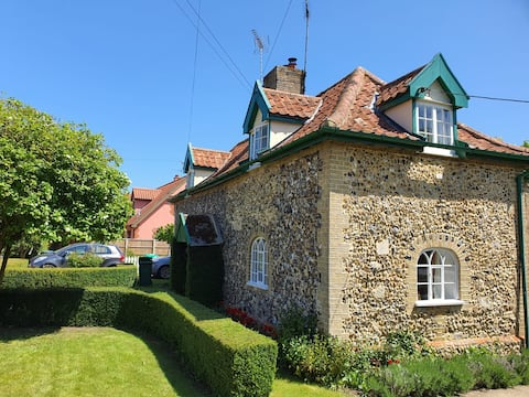 """""""Chocolate box cottage in small friendly village"""""""