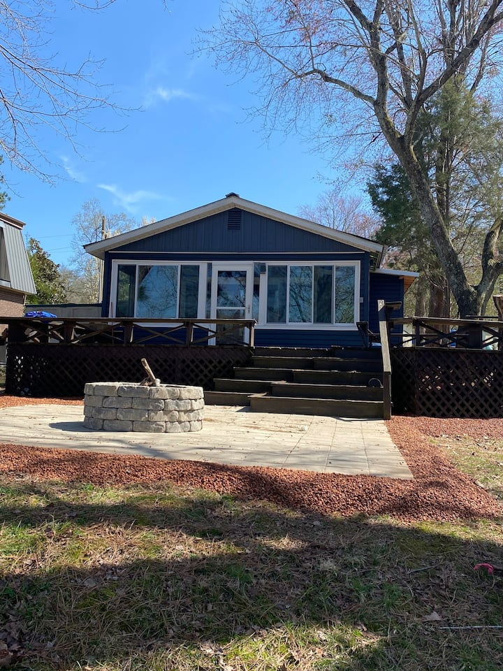 Waterfront stay on KY Lake @ the Petite Retreat