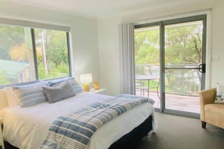 Master Bedroom - Queen with En suite