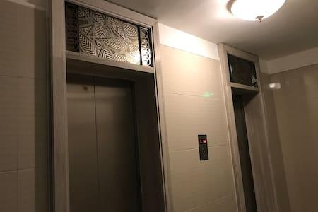 出电梯有感应灯照明