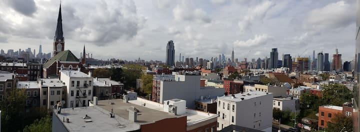 2BD loft in Greenpoint with 180 Manhattan view