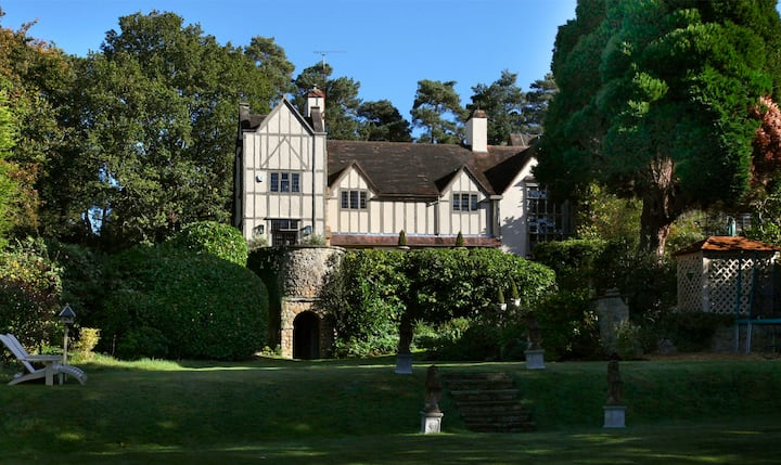 Principal wing of Tudor manor house: the Chilterns