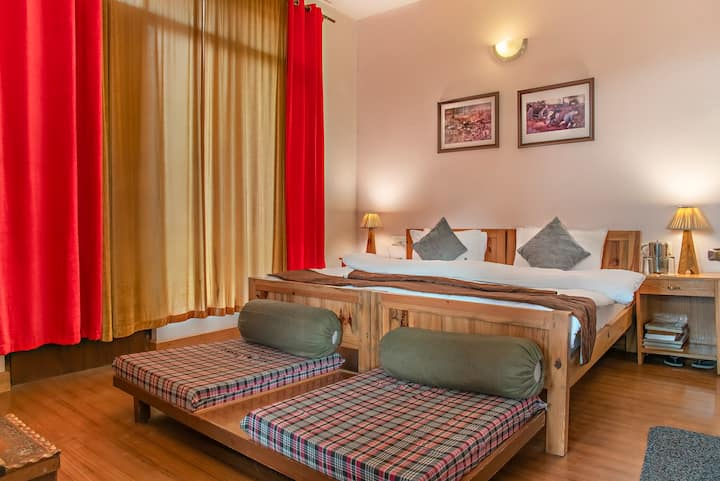 Kasauli's Bottom Secluded private room1st floor