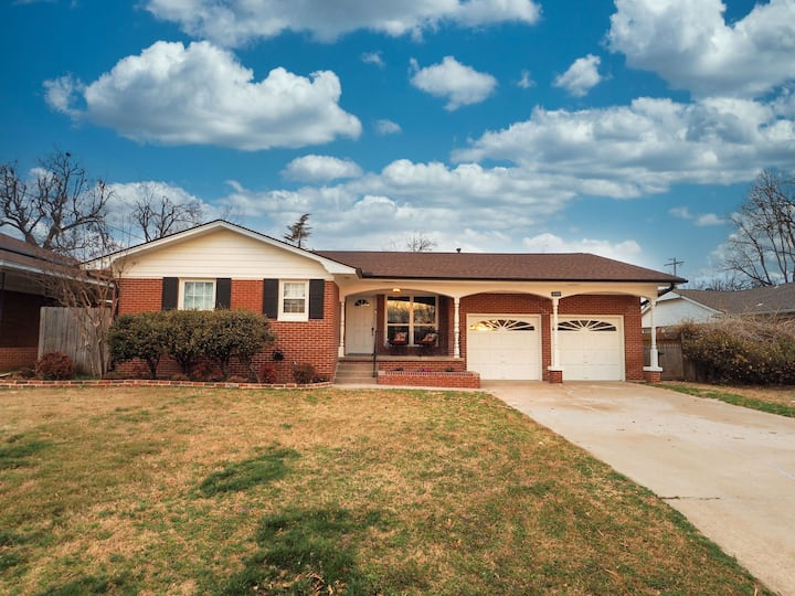 Newly furnished home close to Penn Square Mall!