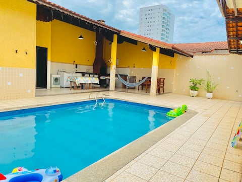 House with pool and barbecue - 150 m from the beach