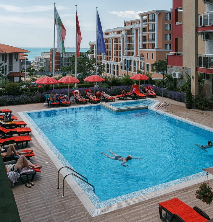 Sea view apartment with breakfast in Sveti Vlas
