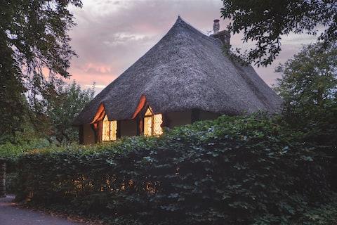 Higher Lodge, Devon thatched cottage