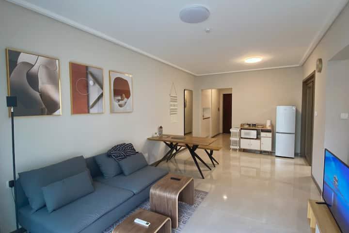 极简清新的两房现代海口民宿 - 假日西秀海滩|王府井美食|拎包入住
