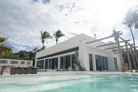 Amazing  Secluded & Private 3 BR Villa in Salinas