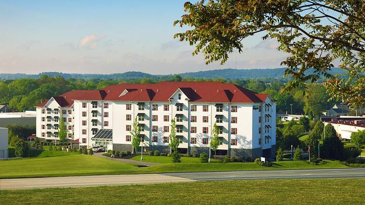 THE BLUEGREEN SUITES  AT HERSHEY  PARK, PA