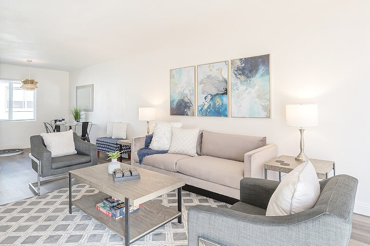 New&Modern: Chic King Bed Walk to DT Scottsdale