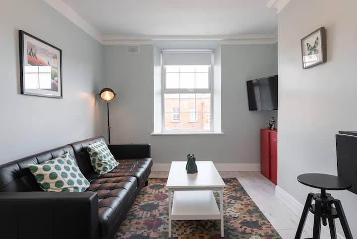 Northside 1 Bed Apt, 2nd Floor, Wifi , Kitchen