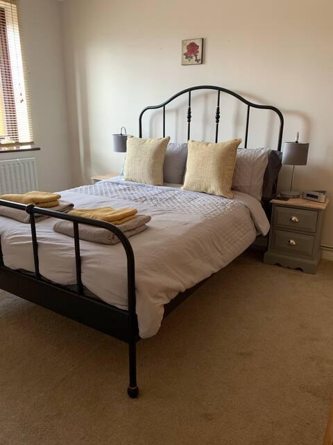 Cosy 2 bedroom flat with garden in Wimborne centre