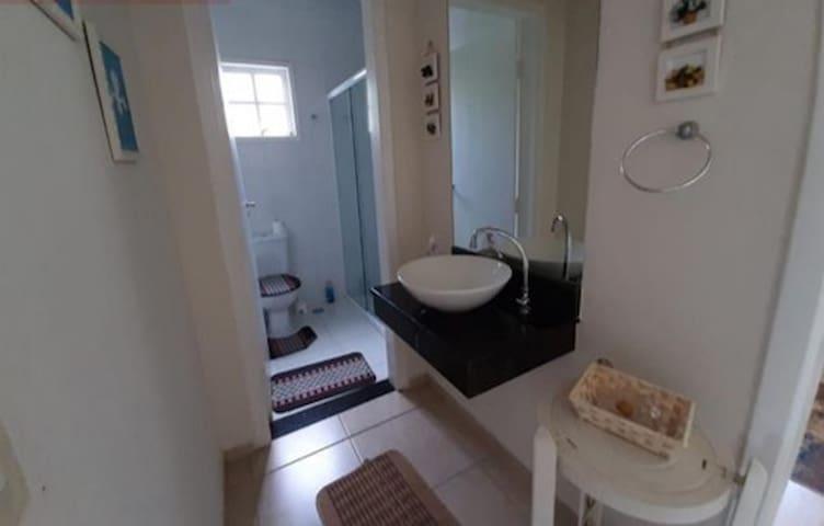 Banheiro social quartos 4 e 5