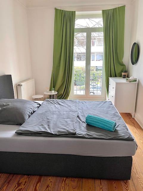 Sonniges Zimmer mit Balkon in Hamburg-Eppendorf