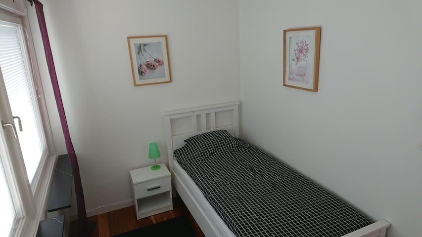 Sovrum 90 cm säng