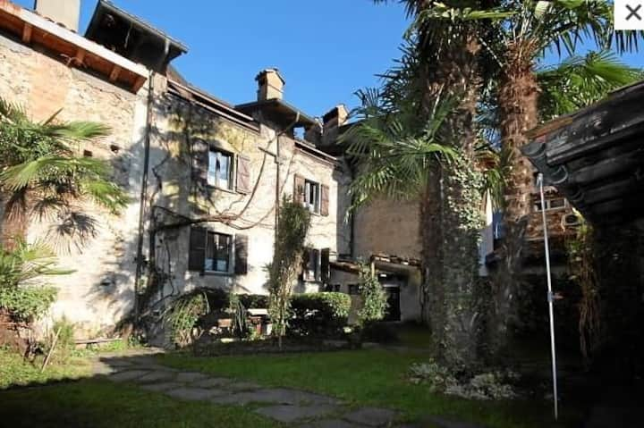 Rustikales Tessinerhaus mit Cheminée/Balkon/Garten