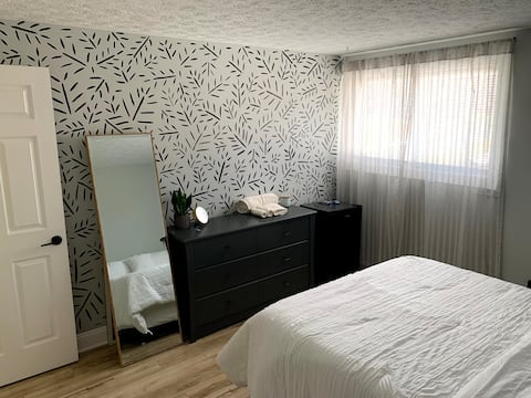 *NEW Cozy & Clean Private Room in Cleveland Suburb