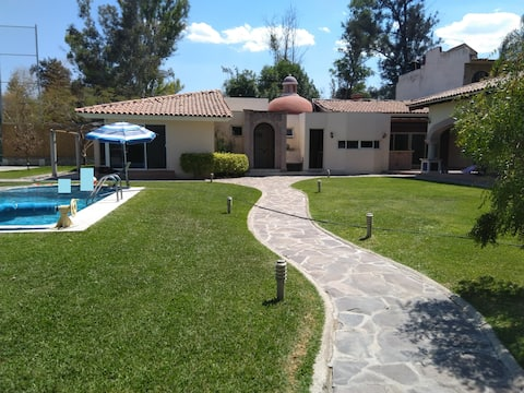 Comfortable country house, 1,400m, gardens & pool