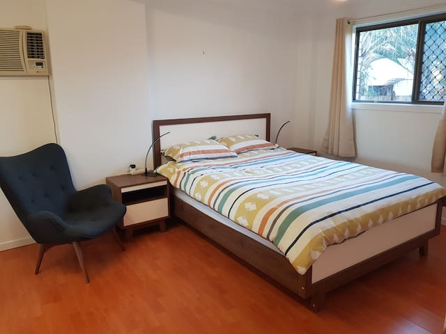 Main bed room with queen bed.
