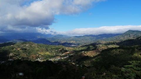Studio de montagne avec vue sur la ville