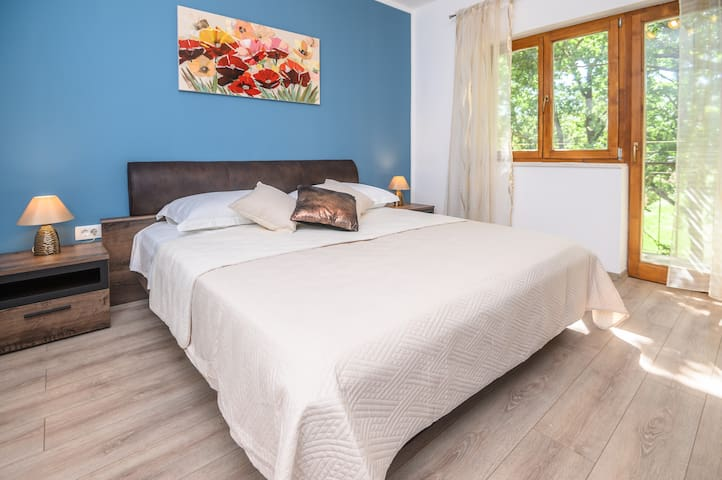 Bedroom No4 with king-size bed 180cm x 200cm, balcony, oak tree shade and a great view