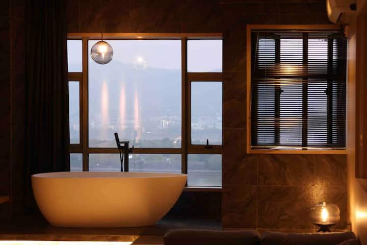 【极昼】五一广场/太平街/一线江景/高级浴缸/家庭影院/可住2-4人