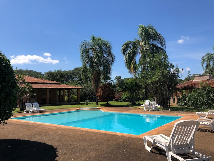 Casa de chácara com piscina, local bucólico