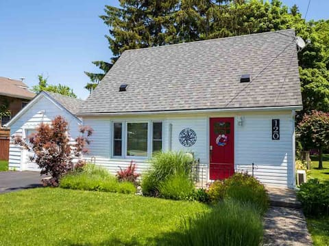 Ruby on First Ave - Cozy Urban Cottage Port Dover