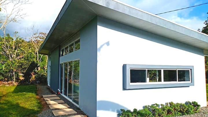 Casa privada y minimalista. Precio accesible!