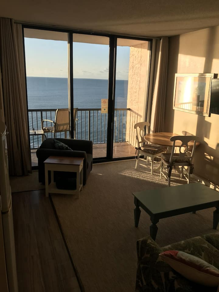 Beautiful direct oceanfront condo with great views