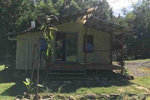 Off-Grid Eco Friendly Cabin,  5 min from Nimbin