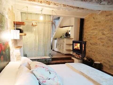 Shelter for two in the Gallinera Valley