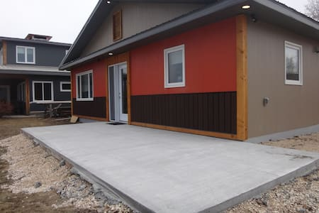 """Home built with no stairs or steps, often referred to a zero entry.  Entry doors 36"""" wide, interior doors 32"""" wide."""