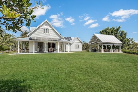 Luxury Hamptons Style Country Retreat   Netflix