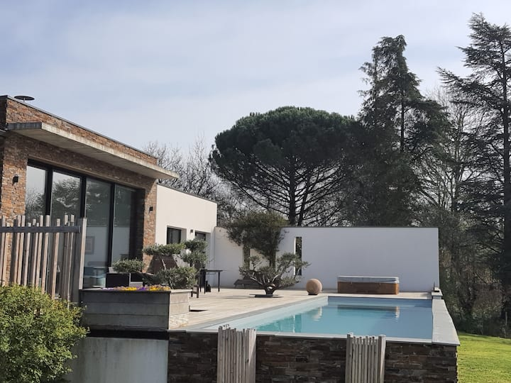 Villa contemporaine avec piscine, spa, billard
