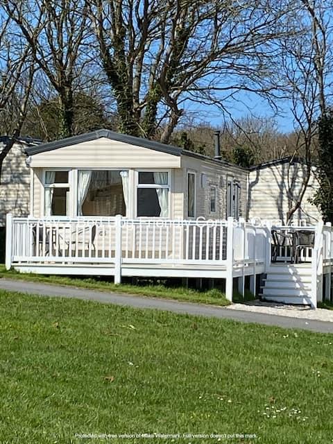 *New for 2021* Cosy dog friendly caravan, Crantock