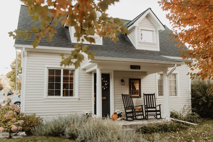 Adorable Downtown Home - The Perfect Getaway!
